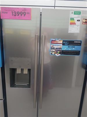 SAMSUNG DOUBLE DOOR FRIDGE FREEZER WITH WATER AND ICE DISPENSER