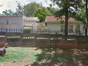 Glenanda, Johannesburg. Spacious 4 bed, 3 bath house on a 1056m2 stand.