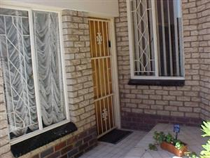 GARDEN FLAT - One person Ravenswood  R4600
