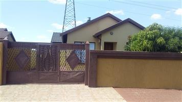 Two bedroom house for sale in Soshanguve Block VV ext 4