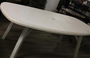 White plastic table S030635N #Rosettenvillepawnshop