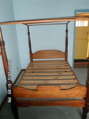 Antique Cape Yellow wood and Stink wood four poster bed 19th century [Dbe]