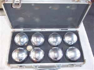 Boules Set  -  With 8 Steel Tossing Balls - complete in metal carry case