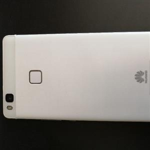 Hauwei P9 Lite (Excellent condition & unused charger and earphones)