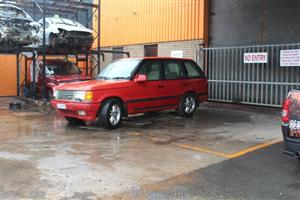 We are stripping at our yard Range Rover Vogue 4.6L HSE Autobiography/Petrol/Auto -P38A Engine.