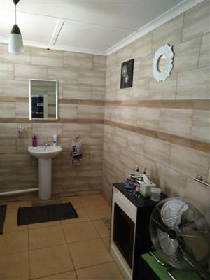 Neat 4 bedroom family home available for rent in Bonaero Park