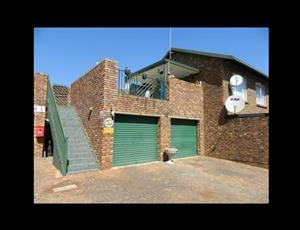 2 Bedroom Townhouse for Sale in Rooihuiskraal North