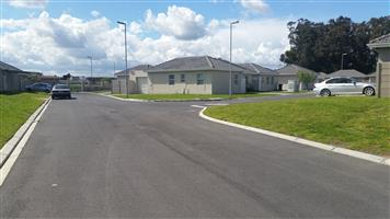 NO DEPOSIT:  FREE STANDING HOUSES WITH ENCLOSED YARD