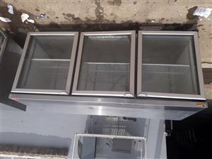 Glass door underbar fridge with external compressor