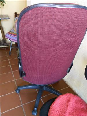 2 kantoorstoele