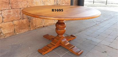 Round Solid Oak Classic Dining Table (D 1360mm)