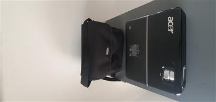 ACER PROJECTOR WITH BAG