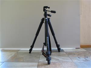 Vanguard TRACKER-4 All-Aluminum Alloy Tripod With 3-Way Panhea