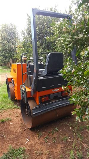 2.5 TON RIDE ON ROLLER –  SALE NOW ON - BARGAINS