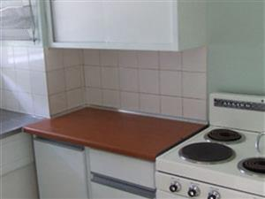 Rosettenville 2beroomed flat to rent for R3000