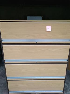Light wooden filing drawer with locks