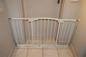 Dreambaby baby gate with extensions