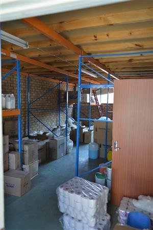 Krugersdorp CBD : R4500-00 p/m, 55 Eloff str. ± 102m2 * Shop / Factory / warehouse