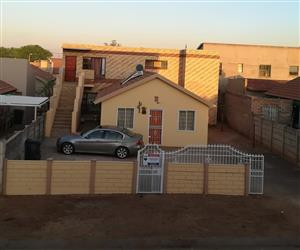 House for sale with 2 granny flats