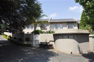 4 BEDROOM TOWNHOUSE FOR SALE IN GARSFOONTEIN