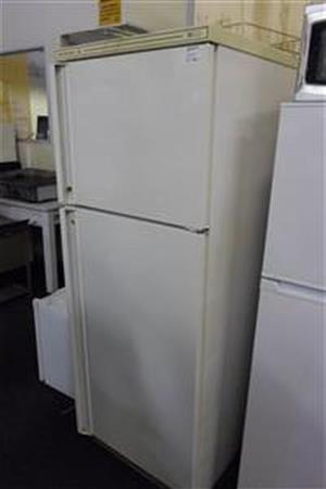 Kelvinator Fridge / Freezer - C033031397-1