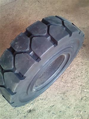 Re-tread FORKLIFT SOLIDS tyres