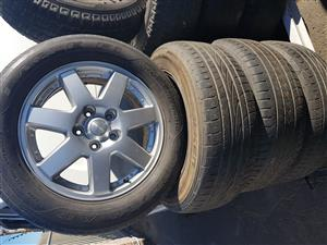 Mercedes mag rims and tyres 255.55R18