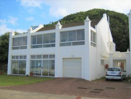 3 Bedroom Townhouse in an Exclusive Estate- Port Edward