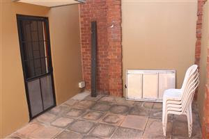 Spacious 2bedroom garden cottage in Crots str Rietfontein