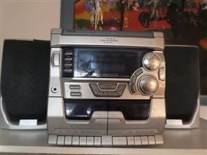 Sanyo hi fi with speakers for sale