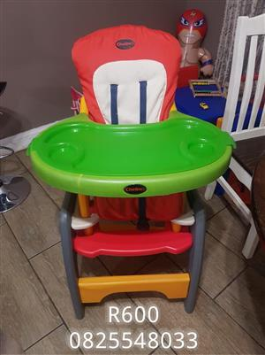 Red and green chelino feeding chair