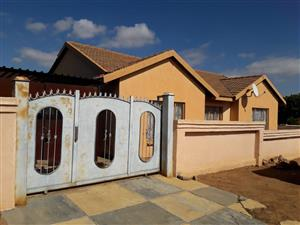 3 BEDROOMS FOR SALE MABOPANE M EXT 3 R550 000.00 CALL  SOPHY  FOR MORE INFO