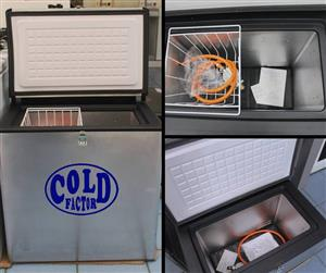 camping fridge freezer in Camping and Camping Equipment in