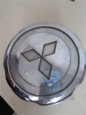 Mitsubishi wheel centre covers