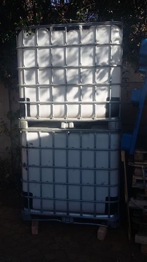 1000l Plastic Flowbins/IBC containers/ Flow tanks