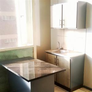 Melville open plan bachelor flat to rent near Spar for R4000