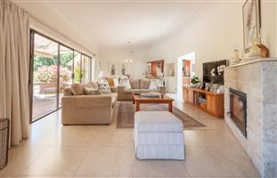 Beautiful 5 bedroom accommodation Amanzentoti