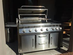 SYAM EXCLUSIVE 8 BURNER STAINLESS MOBILE GAS BBQ / BRAAI WITH BUILT IN ROTISSERIE.