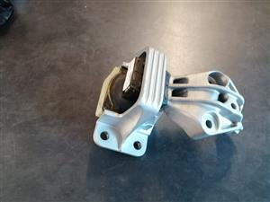 SCENIC 3 1.9 ENGINE MOUNTING FOR SALE