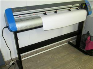 V3-748 V-Smart Contour Cutting Vinyl Cutter 740mm Working Area, Stand, plus VinylCut