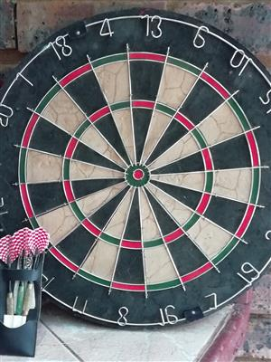 Eclipse Dartboard with high wiring design and three Pawer Brass Darts.
