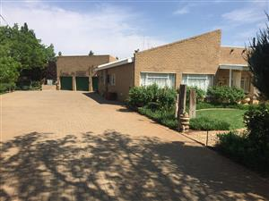 Secure Modern, 4 Bedroom Family Home near Bloemfontein, FREESTATE