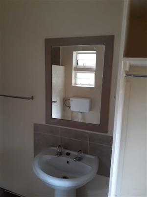 MAYVILLE LARGE BACHELOR FLAT TO LET