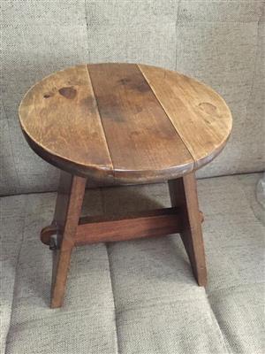 Solid wood retro milkmaid stool