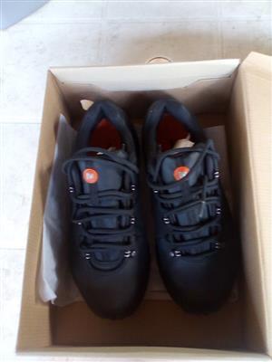 MERREL waterproof men's hiking boots. size 7