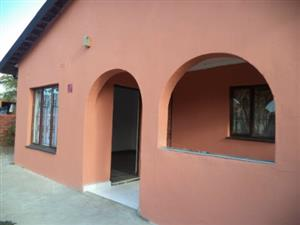 PALMVIEW - AVENPALM  FREE STANDING HOUSE TO LET