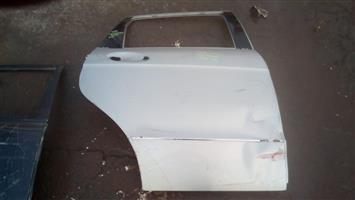 Mercedes a class w169 right rear door shell