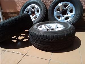 TOYOTA LAND CRUISER 79 V8 ORIGINAL TYRES AND RIMS