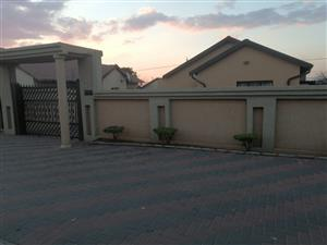 3 bedroom House for sale in Mobopane Morula view call or App Thabang @ 0726329563