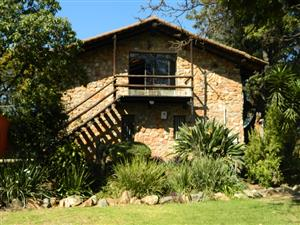 Beautiful Self-Contained 1 Bedroom Cottage.